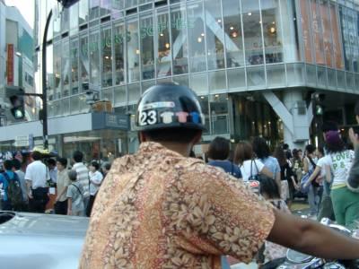 渋谷ハチ公交差点にて。人に囲まれた!!
