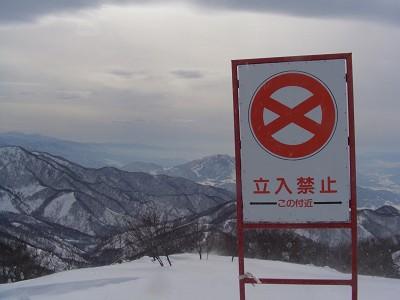 雪崩の危険は常につきまとう
